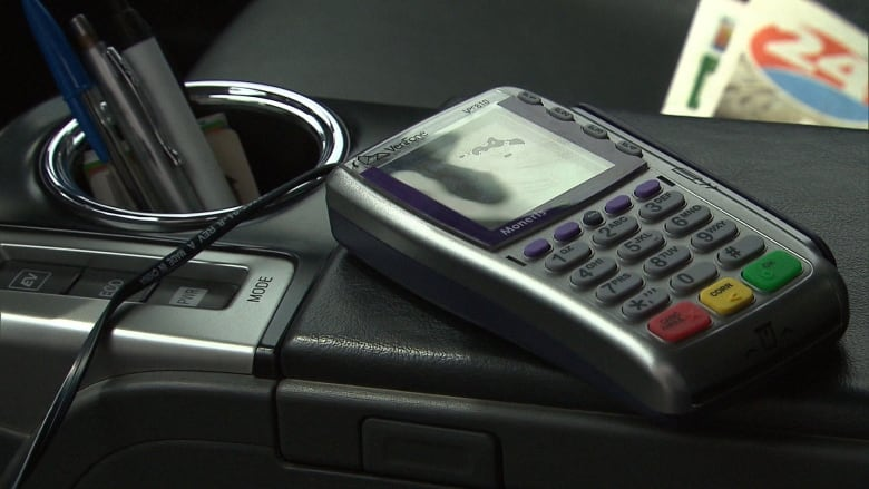 Montreal taxis now obliged to accept electronic payments