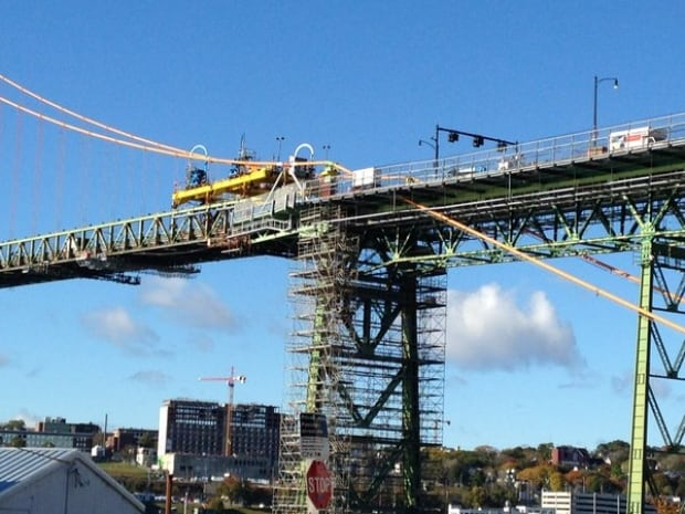 Big Lift gantry bridge closure