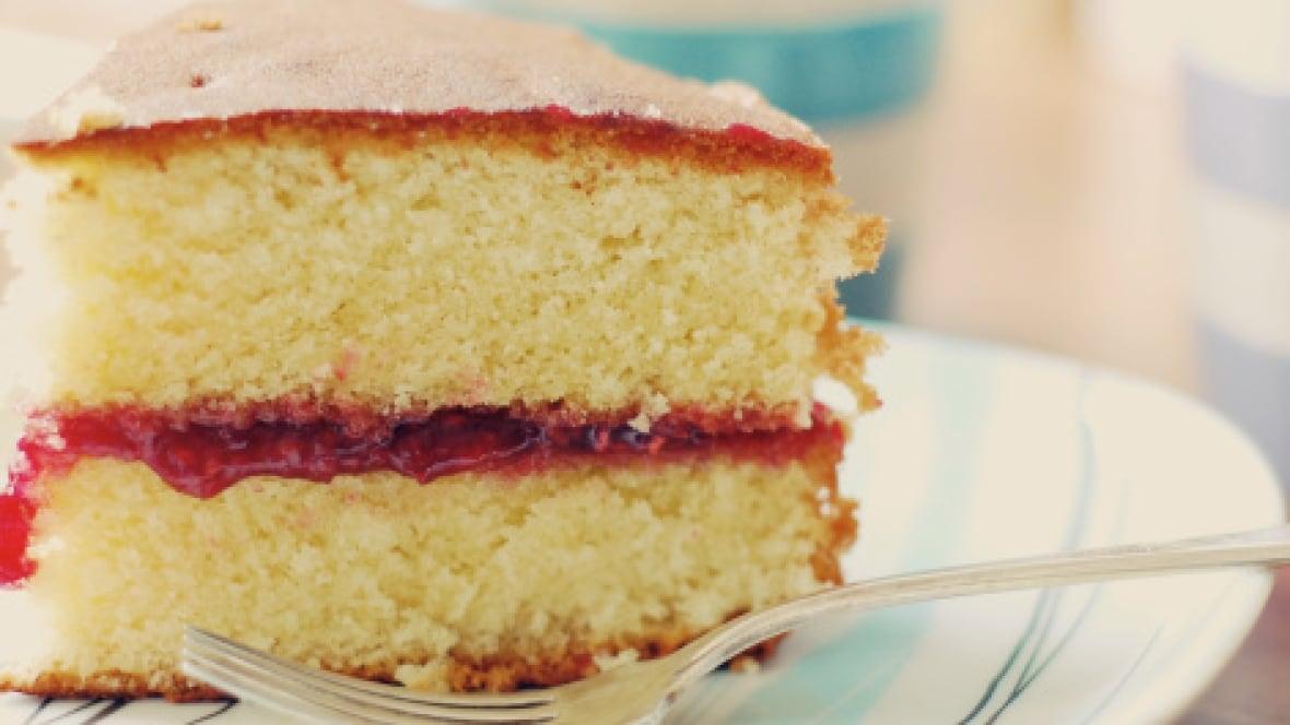Sponge Cake Artinya : Recipe: Victoria sponge cake, from English Tarts cafe in ...