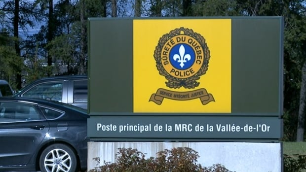 In solidarity with the provincial police officers under investigation, their colleagues at the Val-d'Or police detachment all called in sick over the weekend.