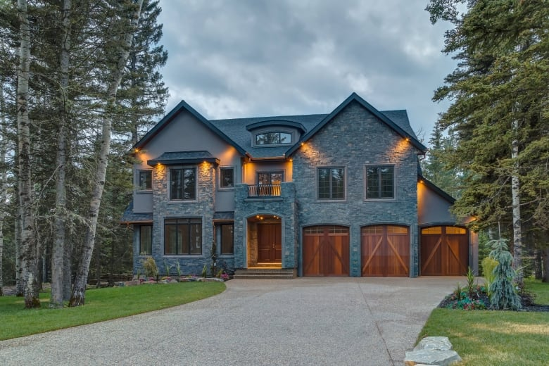 This Property At Hawku0027s Nest Hollow In Priddis Was Listed For $2.9 Million  And Sold At Auction For Just Over $1.1 Million. (Concierge Auctions)