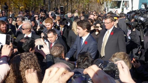 trudeau crowds swearing in