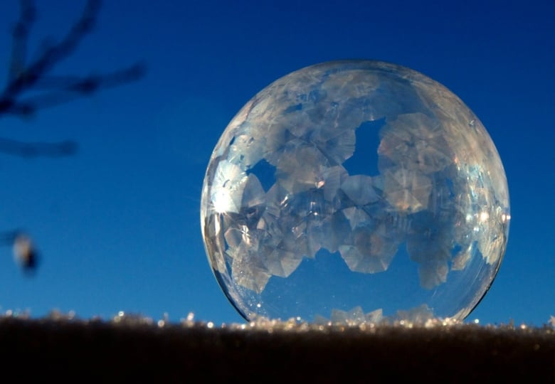 Frozen bubbles in Calgary produce magical video, photographs