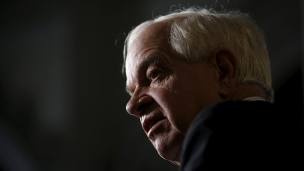 Canada's Immigration Minister John McCallum says privately-sponsored refugees could bring the total number settling to as many as 50,000.
