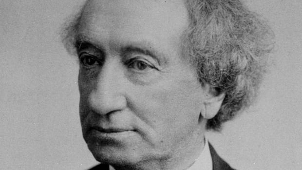 The Elementary Teachers' Federation of Ontario has voted to urge school boards to remove John A. Macdonald's name from public schools.