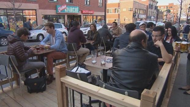 Quebec Cracks Down On E-cigarettes, Bans Patio Smoking
