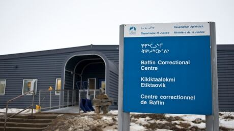 Nunavut inmate who attacked 2 prison guards with breakfast tray, hot jug of tea, pleads guilty