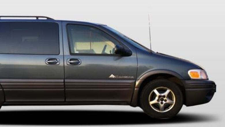 Winnipeg Police Are Looking For A Grey 2004 Pontiac