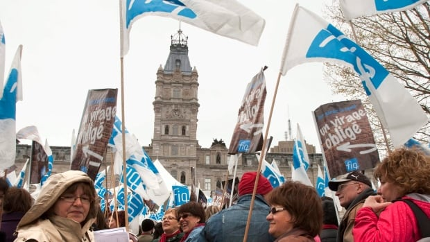 The union represents over 65,000 workers, including the majority of Quebec nurses.