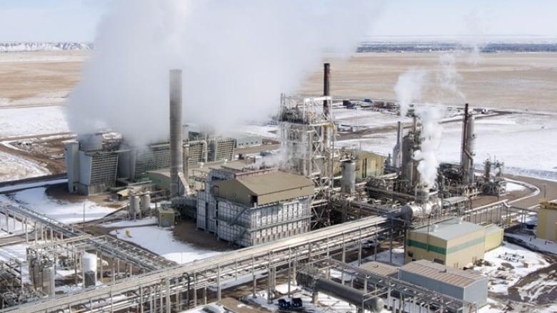 Ammonia leak at Medicine Hat nitrogen plant kills worker