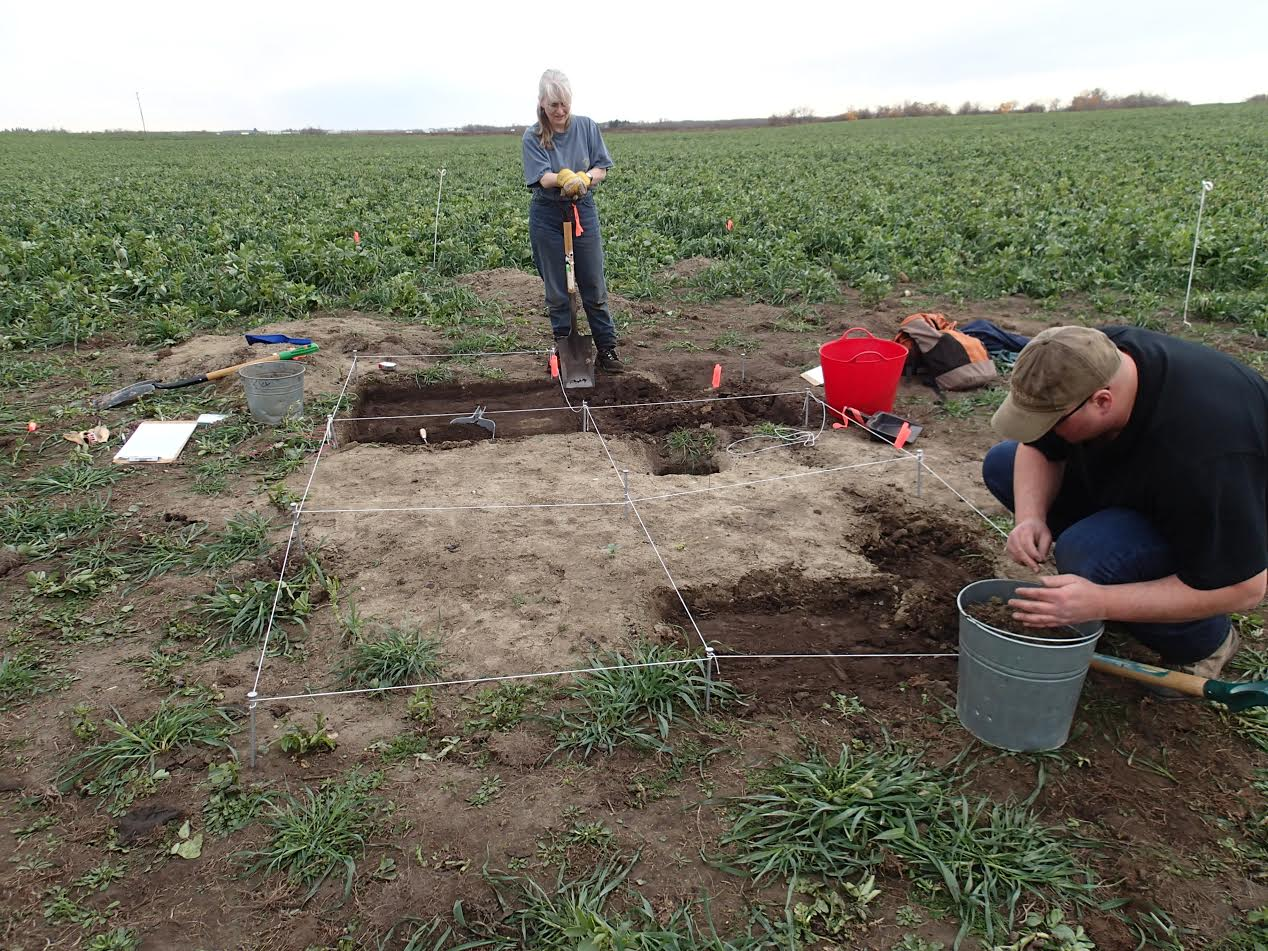 Ancient grave in Alberta farmer's field unearths historical