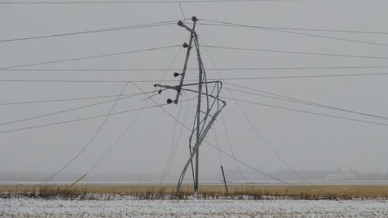 Manitoba Hydro crews removing ice from power lines in western part