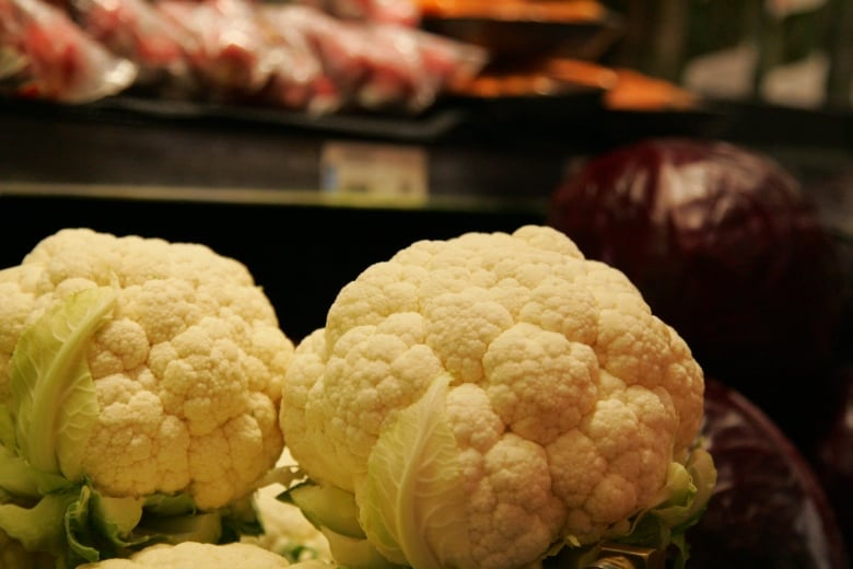 https://i.cbc.ca/1.3370470.1450386934!/fileImage/httpImage/image.JPG_gen/derivatives/original_780/cauliflower.JPG