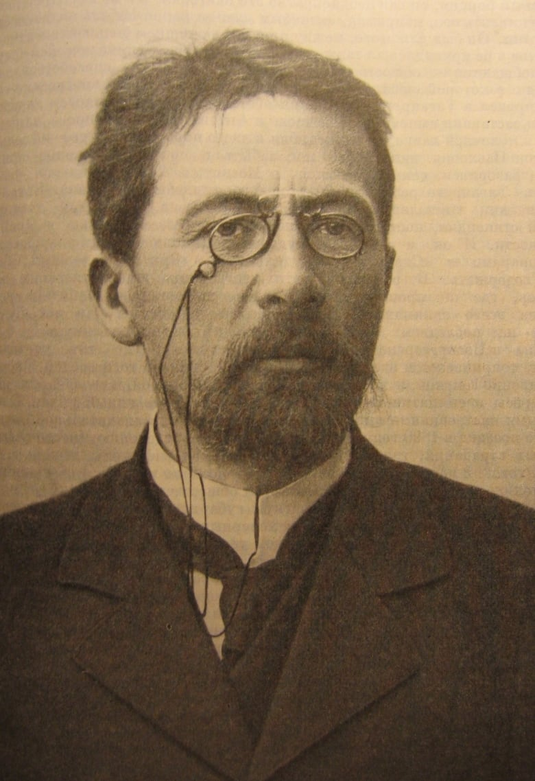 anton chekhov writing style Chekhov's fast-paced one-act play is a farce about aristocratic marriages a cynic about love and marriage, chekhov employs a far-fetched humorous situation and ridiculous stereotypes in this drama.