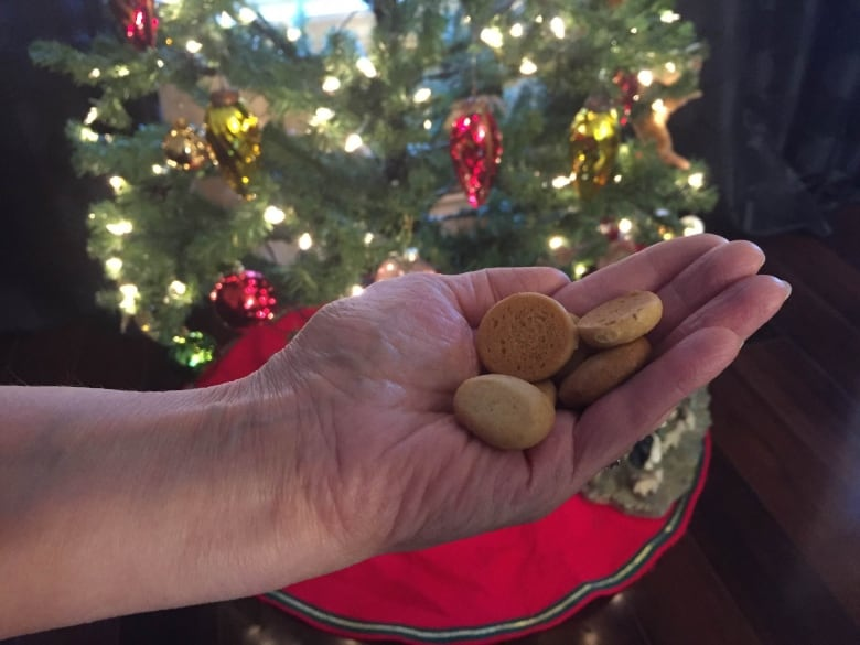 Peppernuts Tiny Spice Cookies A Mennonite Holiday Favourite Cbc