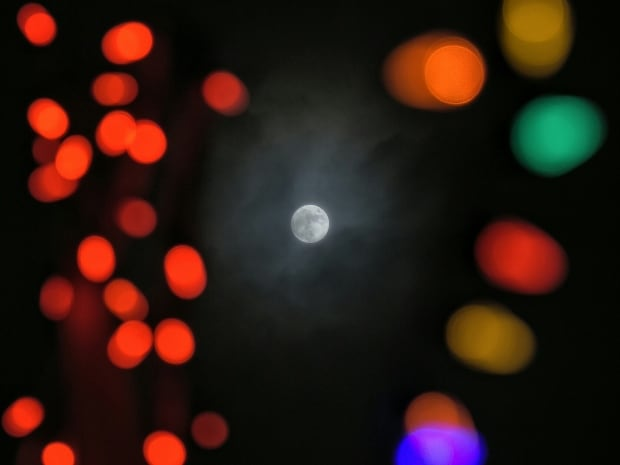Christmas day full moon photos ... from you! - Calgary - CBC News