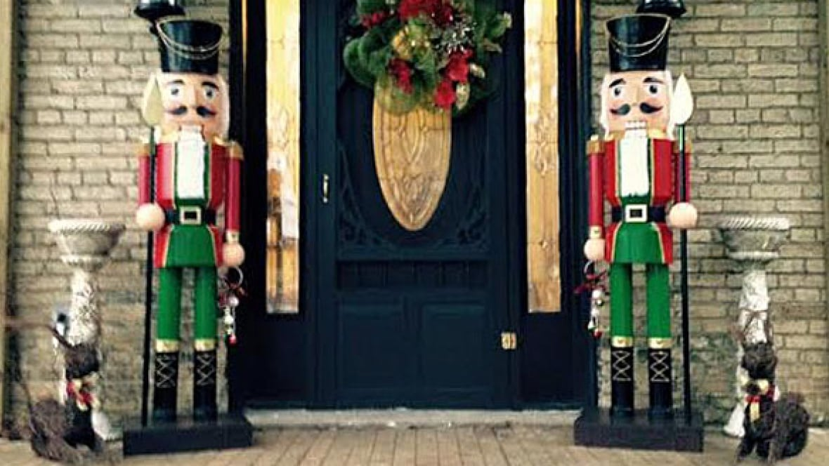 Life Size Nutcrackers Stolen From Ontario Family S Front