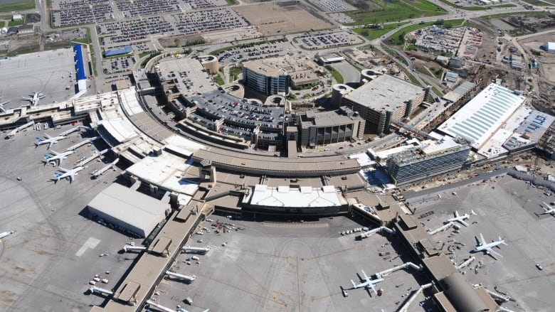 Calgary airport reports a record-breaking 2015   CBC News
