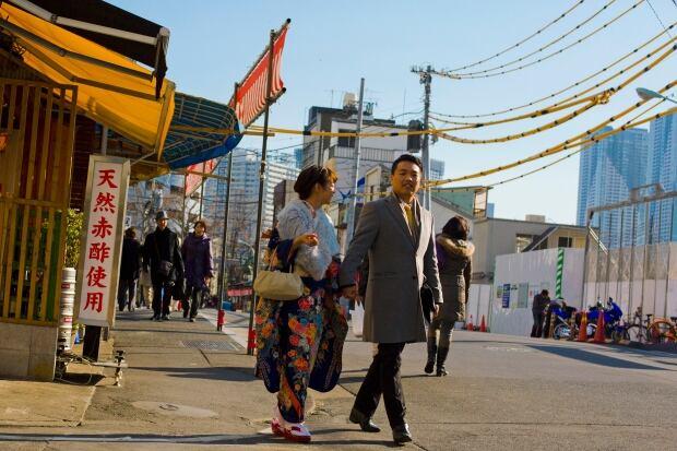 Tsukiji fish market New Years auction Jan 4 2016 street scene