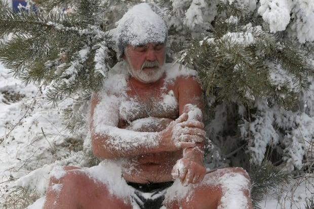 Siberian Cryophile swim club gets down no matter the weather Nov 21 2015
