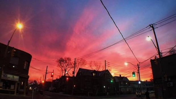 This is one of dozens of pink-sky photos shared by Toronto Twitter users this morning.