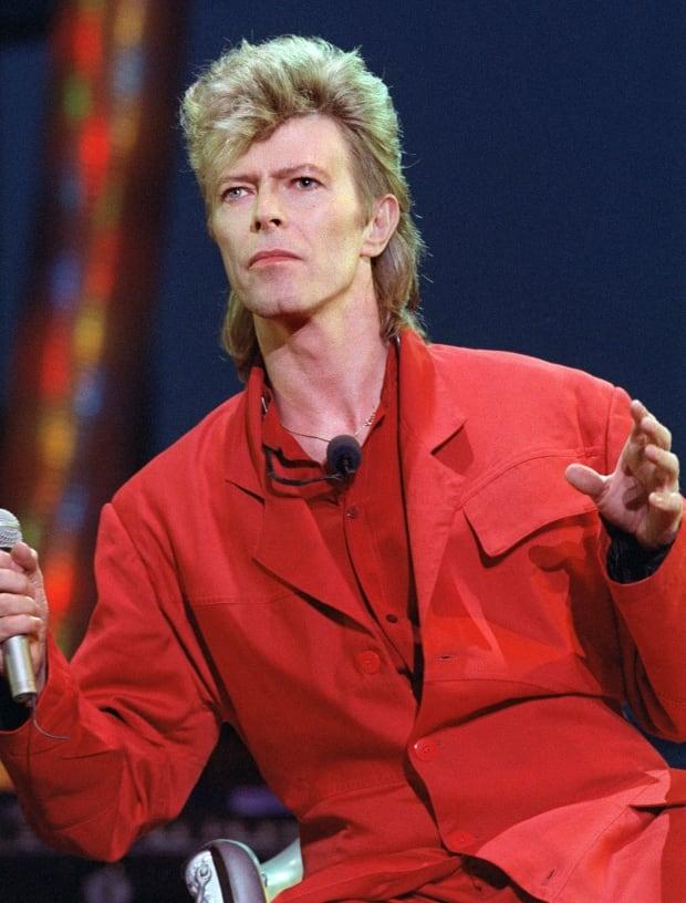 David Bowie - Rebel Rebel (Live Aid 1985) - YouTube |David Bowie 1985