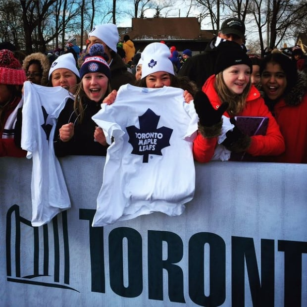 Fans at outdoor maple leaf practice