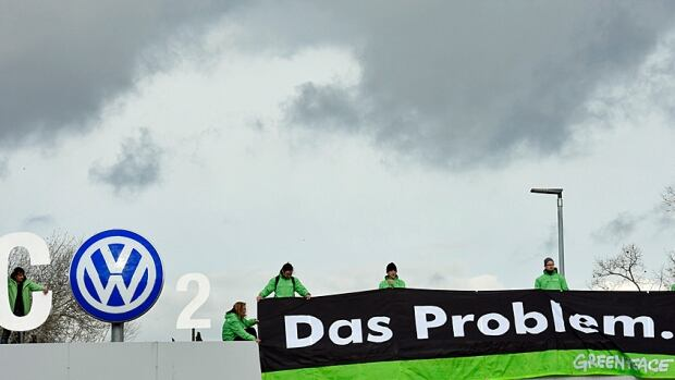 Das Auto now has Das Problem, groups like Greenpeace activists like to point out.