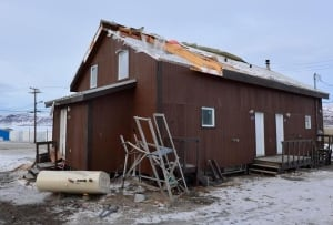 Pangnirtung roof daytime wind