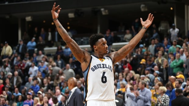 Memphis Grizzles Mario Chalmers hit the game-winning shot against the Detroit Pistons on Thursday.
