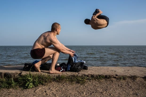 Parkour in Ukraine May 2014 Mariupol beach practice