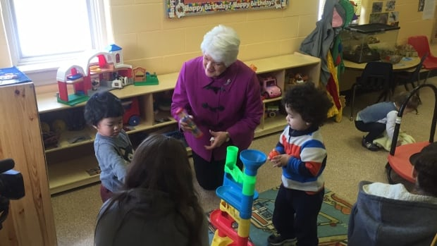 Early childhood educators who work in licensed daycare centres will be eligible for a $1 increase in hourly pay, Ontario Education Minister Liz Sandals announced Friday in Guelph. This is in addition to the $1 increase announced in 2015, bringing the total raise to $2 per hour. The wage increase is effective immediately, but daycare centres will need to apply for the funding.