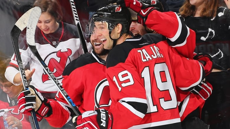 pretty nice 86a64 1fc0c Travis Zajac ends 27-game goal drought with 4-point 1st ...