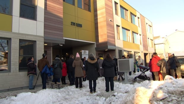 hayley court lees avenue reopening community housing ottawa