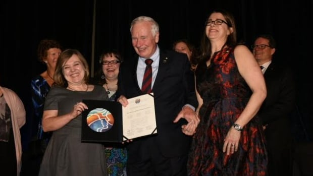 Governor General David Johnston presented the group Better Hearing in Education for Northern Youth with $300,000 of the Arctic Inspiration Prize money in January 2016.