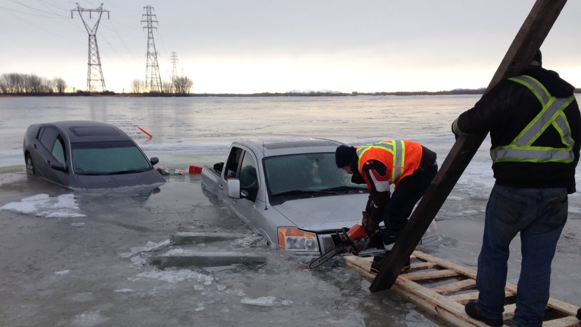 Tow Truck Saskatoon >> Vehicles fall through melting ice in St. Lawrence River - Montreal - CBC News