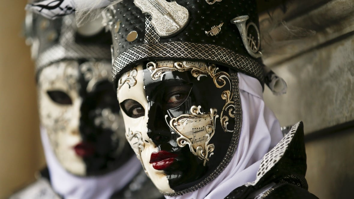 Venice Carnival Revellers Don Elaborate Masks And Costumes Photo Galleries World Cbc News