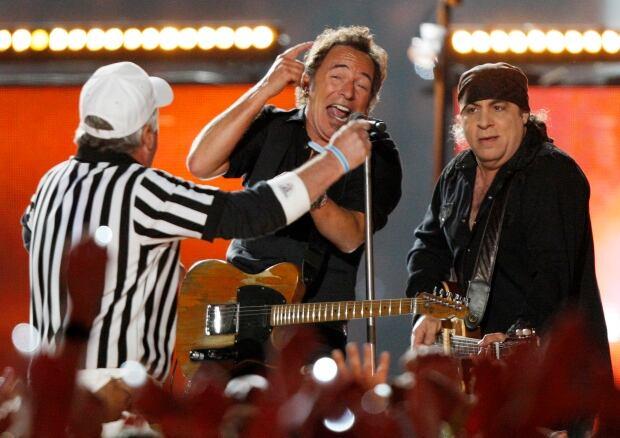 Bruce Springsteen NFL SUPER BOWL halftime show