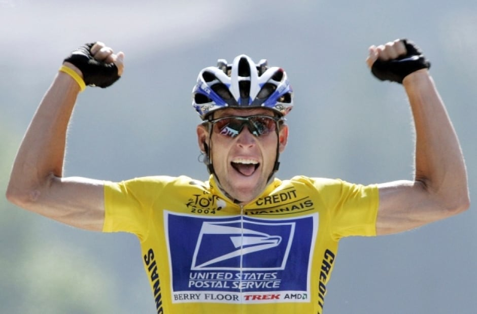 American Lance Armstrong celebrating win
