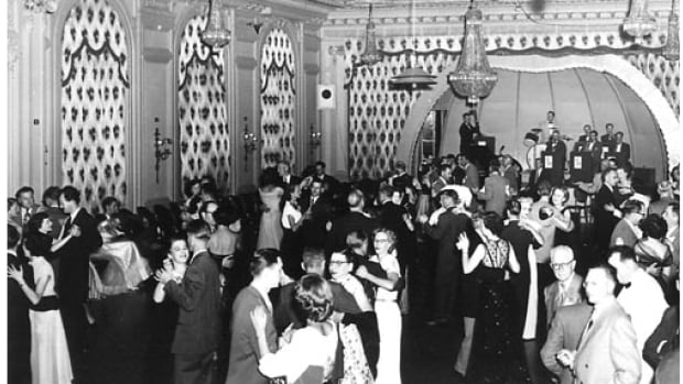 By the 1920s, the Palliser Hotel had become Calgary's social epicentre with its frequent soirées and dances. It would remain a cultural hot spot in the decades to come.