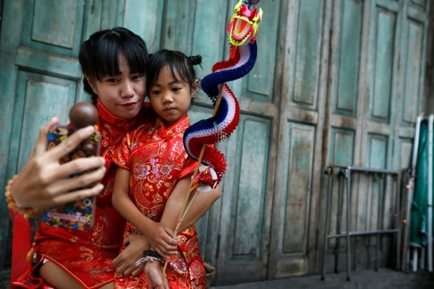 LUNAR-NEW YEAR 2016 Bangkok selfie Feb 8