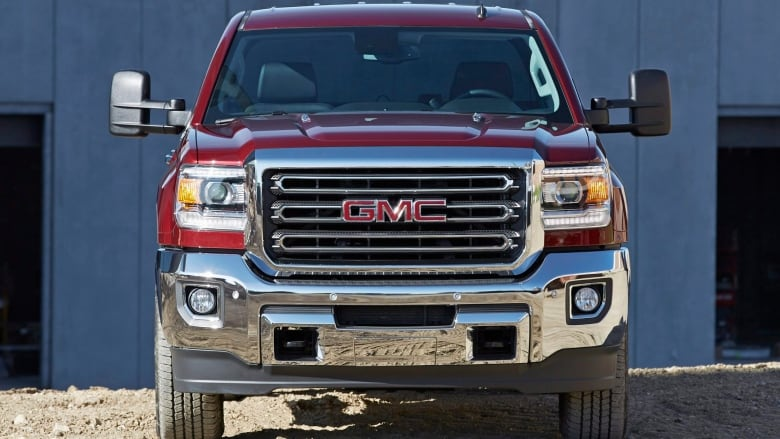 GM to recall 473,000 trucks and SUVs for brake pedal problem