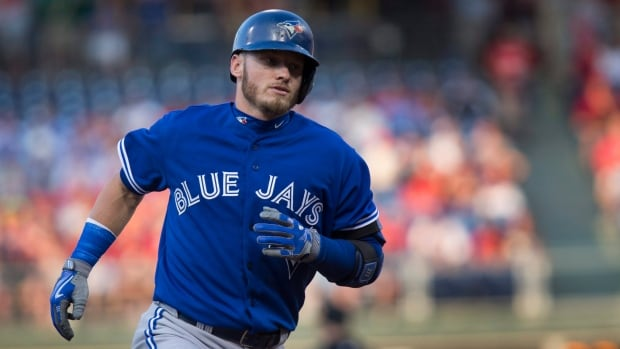 The Toronto Blue Jays have signed MVP third baseman Josh Donaldson to a two-year contract worth $28.65 million US.