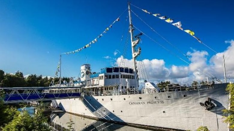 Historic Canadian Princess Ship Says Goodbye In Ucluelet Cbc News