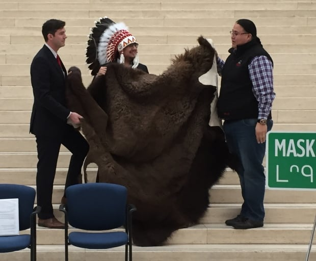 iveson buffalo rug enoch cree