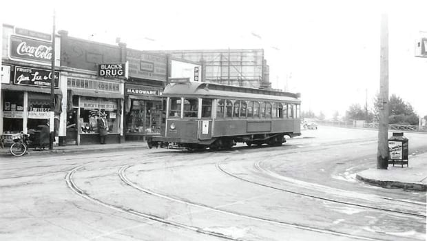 A streetcar travelling north along 10th Street NW in Hillhurst-Sunnyside.