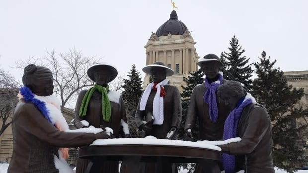 Winnipeggers will be able to set the scarves aside over the next few days as temperatures are expected to climb.