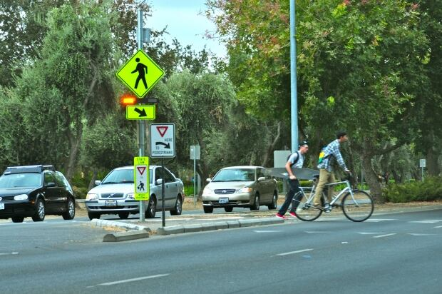 Rapid flashing beacon crossing in Davis, California