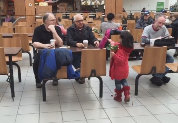 Syrian refugee families hand out flowers 9