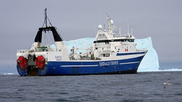 The fishing vessel Saputi is now en route to Nuuk, Greenland, after striking ice and taking on water Sunday night. All 15 crew members are safe.